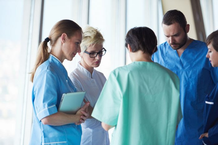 médicos de diferentes especialidades