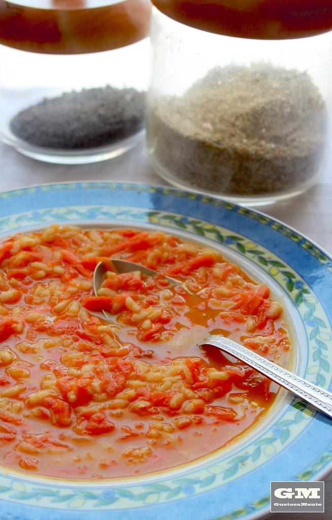 Minestra di riso con zucca, arancia e carote