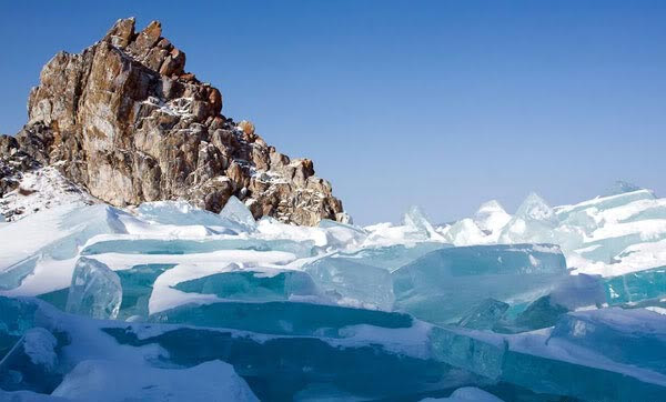 """perierga.gr - Η """"παγωμένη"""" ομορφιά της λίμνης Βαϊκάλης!"""