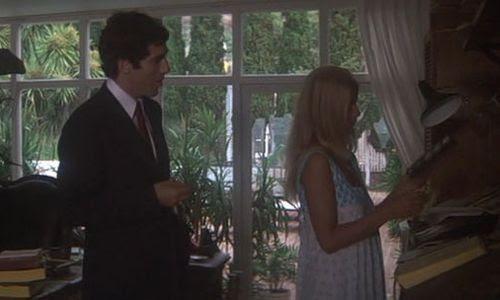 Elliott Gould en el papel del detective Philip Marlowe.