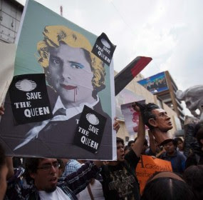 Integrantes de #YoSoy132 protestan en Televisa. Foto: Alejandro Saldívar