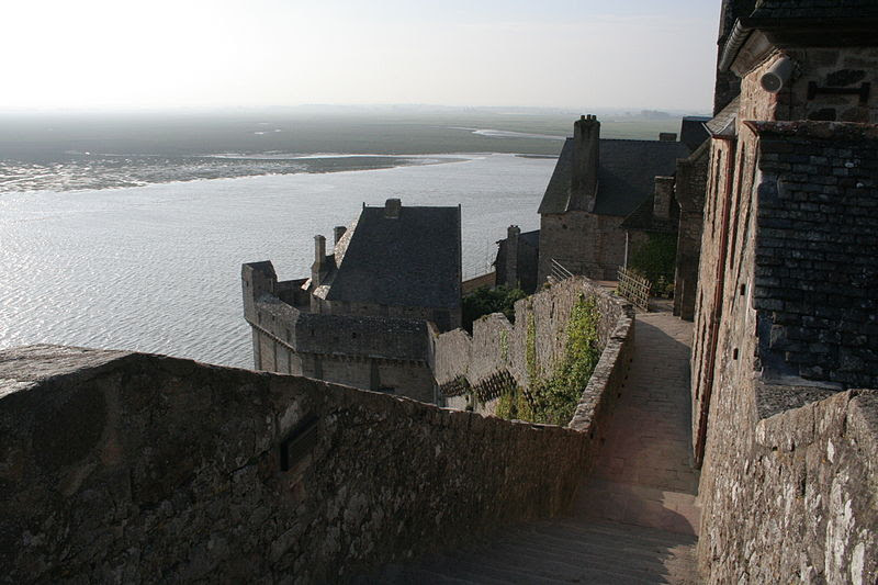 File:Mont Saint-Michel - remparts.jpg
