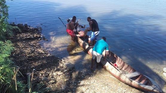 Pescadores salvam mulher que se jogou de ponte