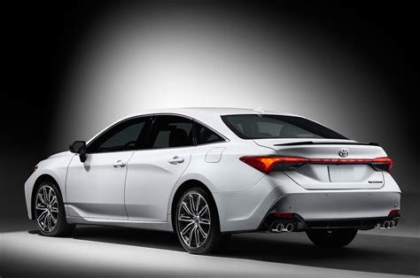 toyota avalon reviews  rating motor trend