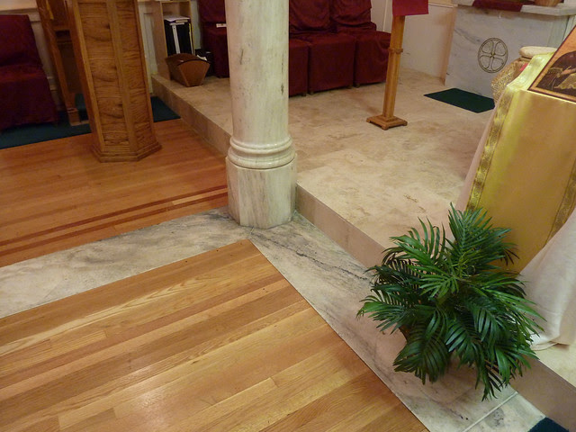 P1080725-2012-05-20-St-John-Chrysostom-Melkite-Church-Atlanta-Nave-Atrium-floor-wood-marble-column-base-full