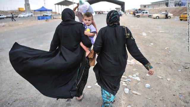 Photos: Iraqi civilians flee Mosul