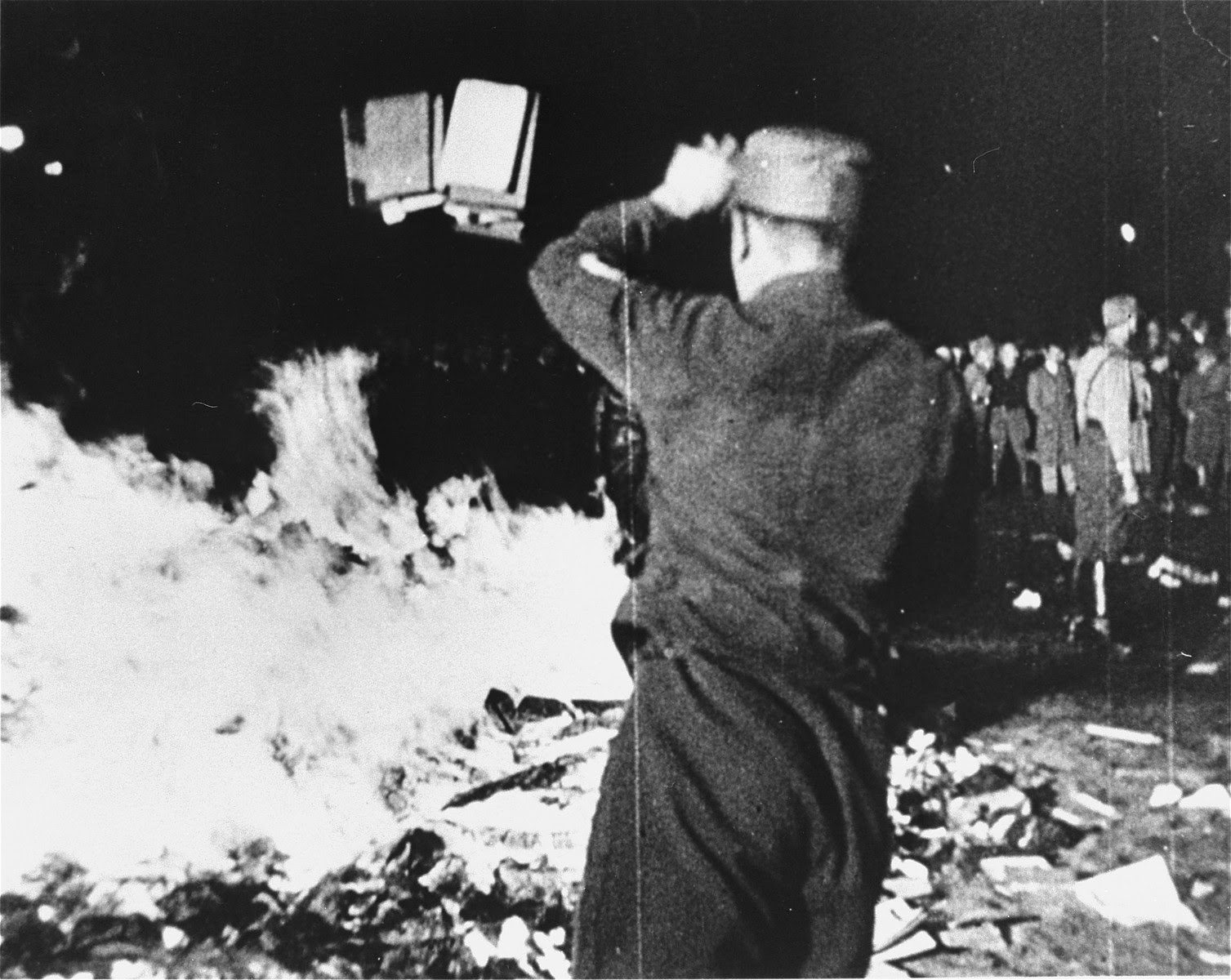 Ficheiro:1933-may-10-berlin-book-burning.JPG