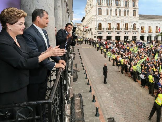 Dilma no palácio presidencial equatoriano, ao lado de Rafael Correa (Foto: Roberto Stuckert Filho/PR)
