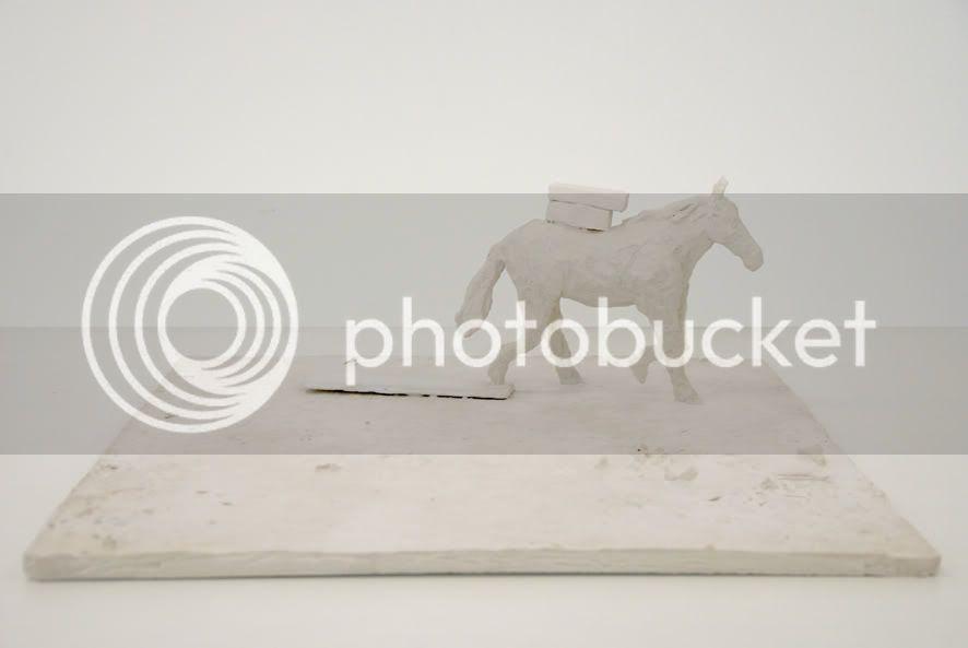 cheval chargé platre, Sculpture contemporaine en platre contemporain de cheval contemporain de pierre guilhem