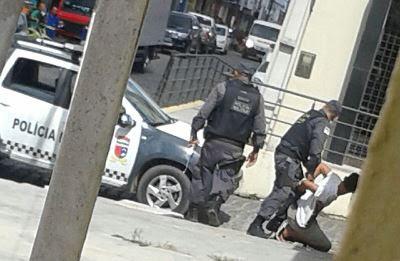 Tentativa de assalto a agência dos Correios com um dos suspeitos preso