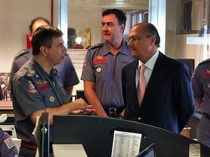 Governador visitou Centro de Operações do Corpo de Bombeiros (Foto: Tatiana Santiago/G1)