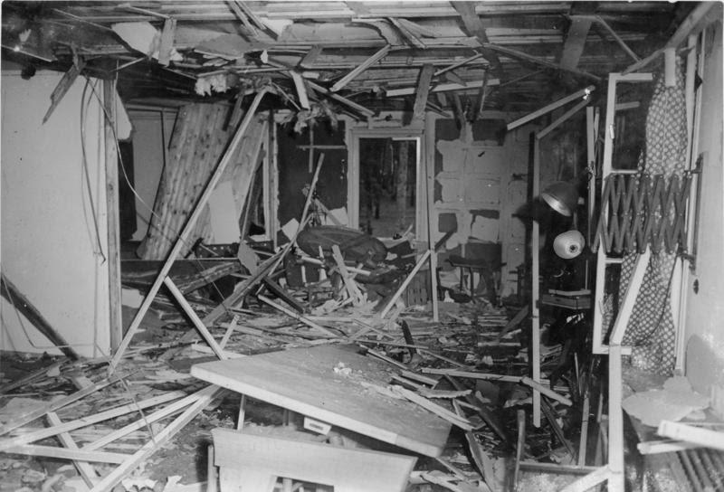 File:Bundesarchiv Bild 146-1972-025-12, Zerstörte Lagerbaracke nach dem 20. Juli 1944.jpg