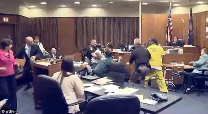 Pai furioso perde a paciência e ataca durante julgamento assassino de sua filha de 3 anos