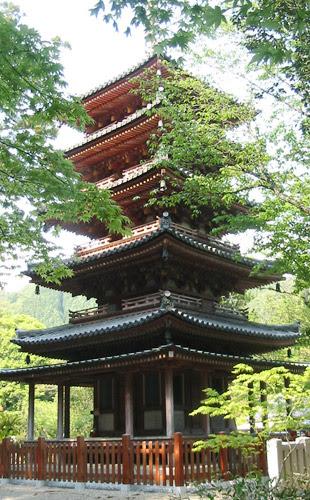 イラストサイト深海の幻想花 山の上の五重塔
