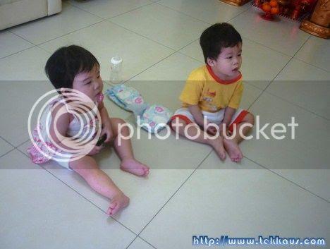photo BabiesWatchingTV01_zps04225c58.jpg
