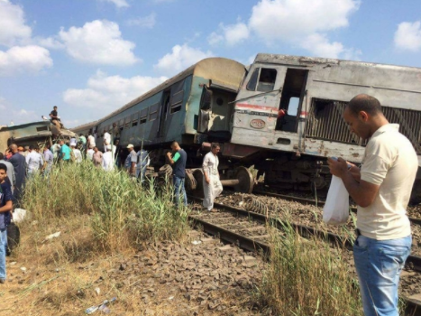 At least 10 people killed, 15 others injured?in Egyptian train crash