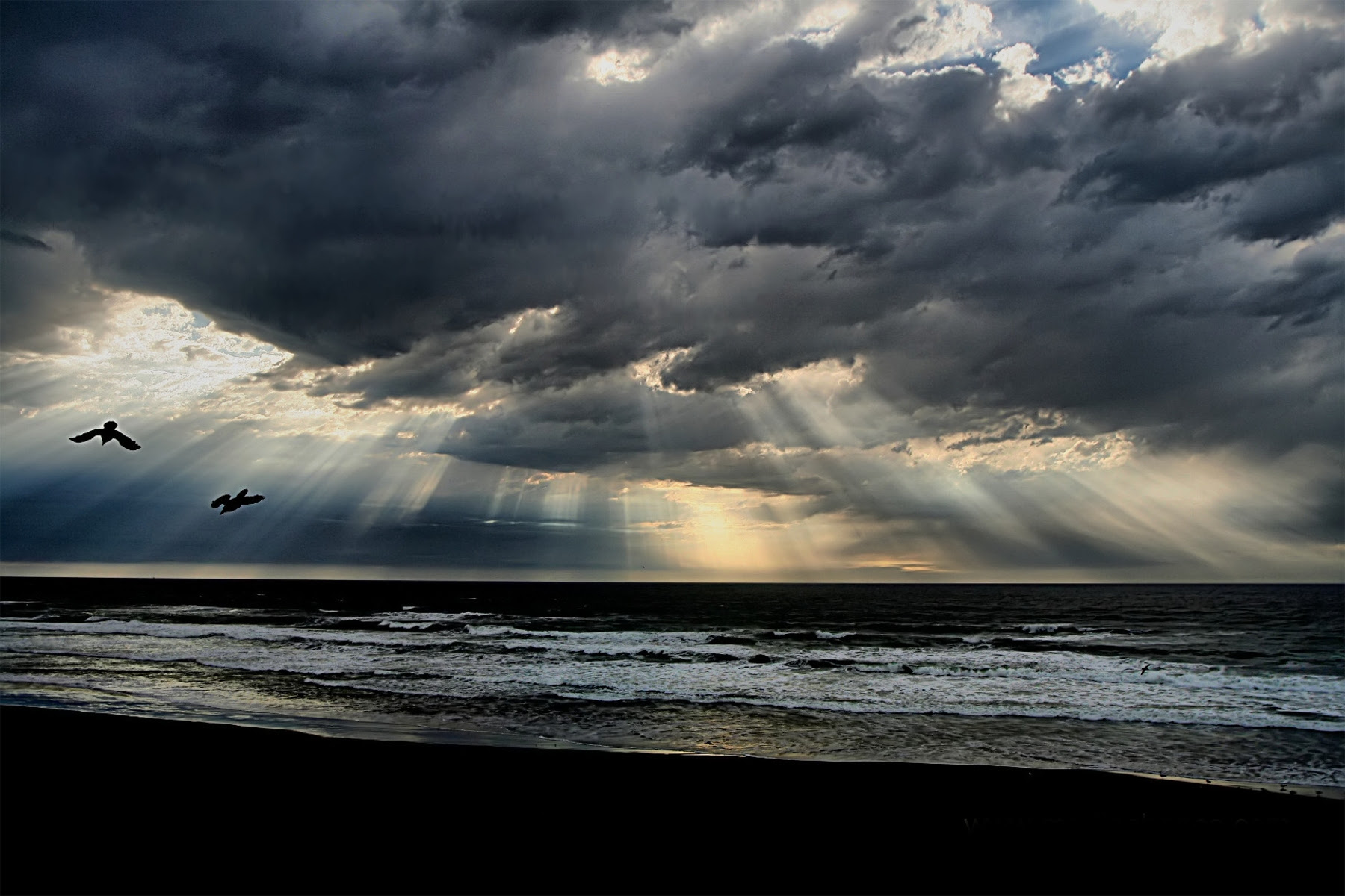http://upload.wikimedia.org/wikipedia/commons/a/a1/Beach_crepuscular_rays_new.jpg