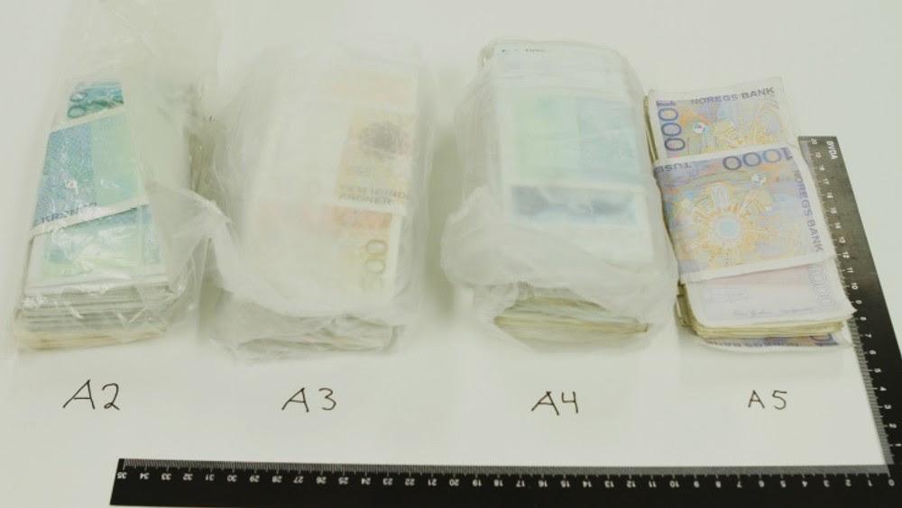 Narkopenger beslaglagt i Bodø - Totalt ble 451.000 kroner i kontanter beslaglagt. Politiet mener å kunne bevise at pengene stammer fra salg av narkotika. - Foto: Politiet i Salten /