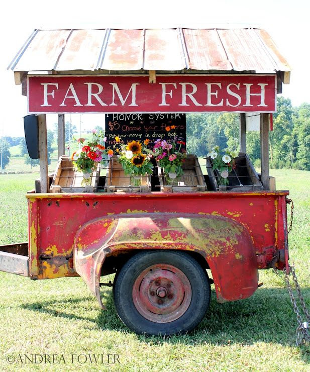 Love this sweet cart made from an old pickup bed! ♥