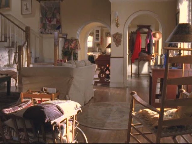 Lorelai's house-shot thru liv rm