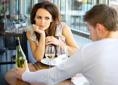 5 lý do tuyệt vời để hẹn hò 'máy bay bà già'