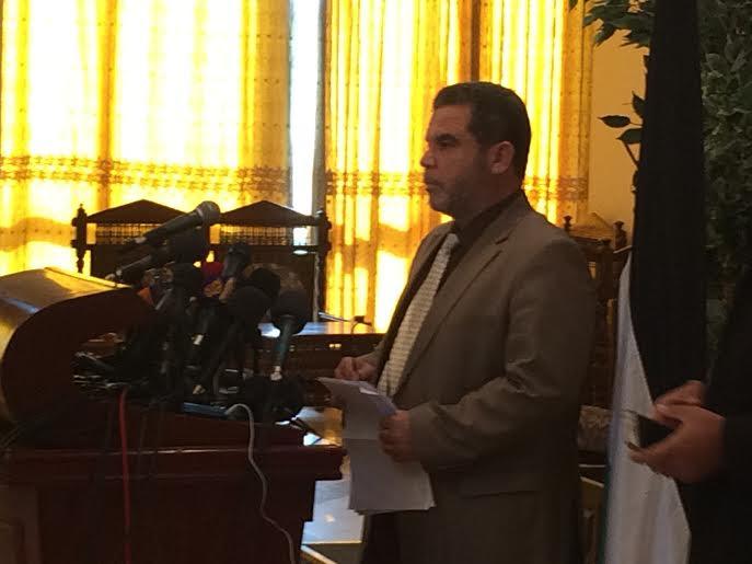 Il portavoce di Hamas Salah Bardawil durante la conferenza stampa tenuta ieri a Gaza city (foto Michele Giorgio)