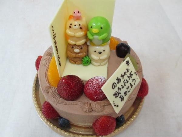 バースデーケーキにすみっこぐらしの4体を立体でケーキにトッピング