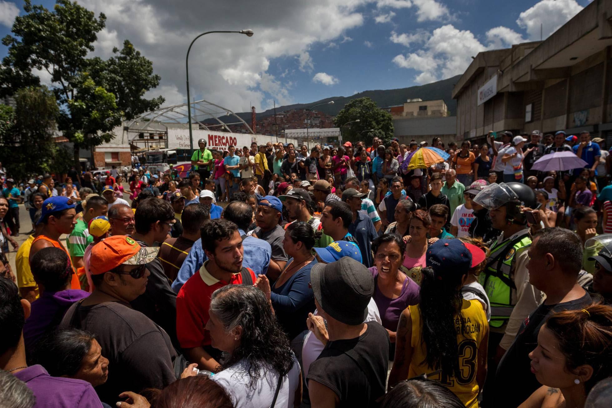 venezuela gente pidiendo comida