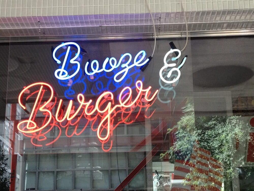 210 Diner - São Paulo - SP, Brasil. Booze & Burger