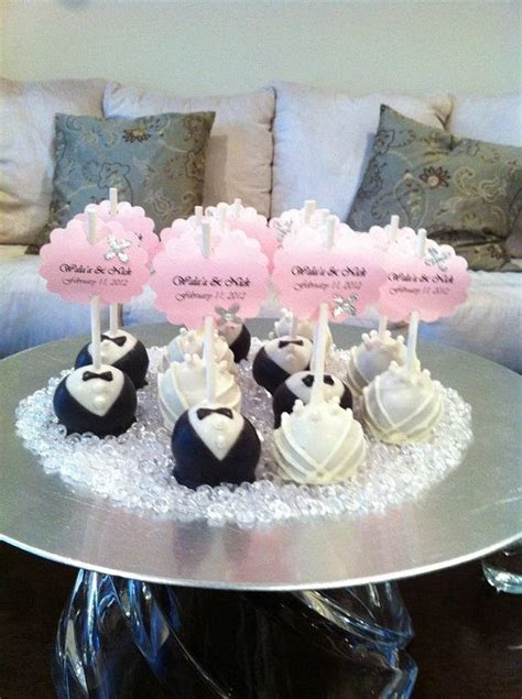 Best 25  Wedding favour cake pops ideas on Pinterest