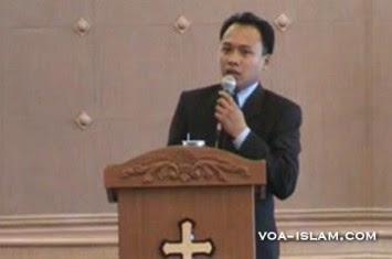 http://www.voa-islam.com/timthumb.php?src=/photos2/Azka_Tokoh/Pendeta-Yosua-M-Yasin-bohong.jpg&h=235&w=355&zc=1