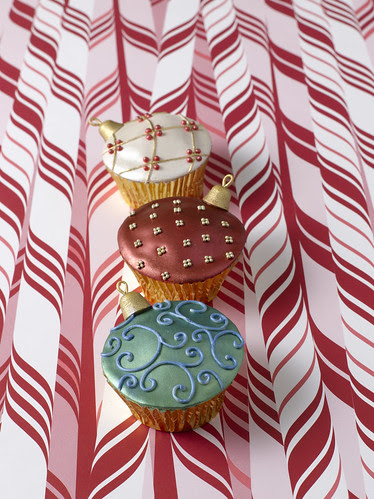 Ornament cupcakes from Confetti Cakes for Kids