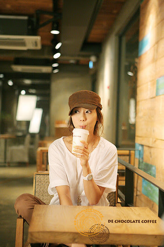 kim-ha-yul-with-coffee-01