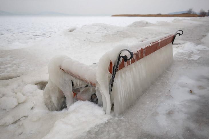 Ледяная скамейка под Будапештом, Венгрия
