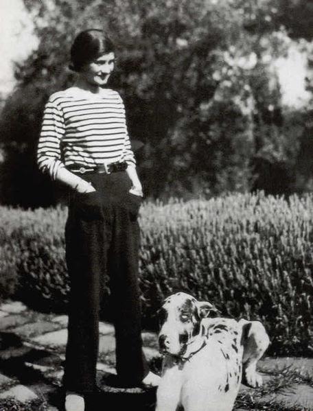 File:Gabrielle Chanel en marinière.jpg