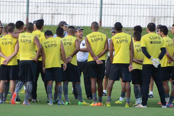 O técnico Zé Teodoro mostrou confiança no elenco do ABC e disse que o time vai voltar a conquistar as vitórias e subir na classificação