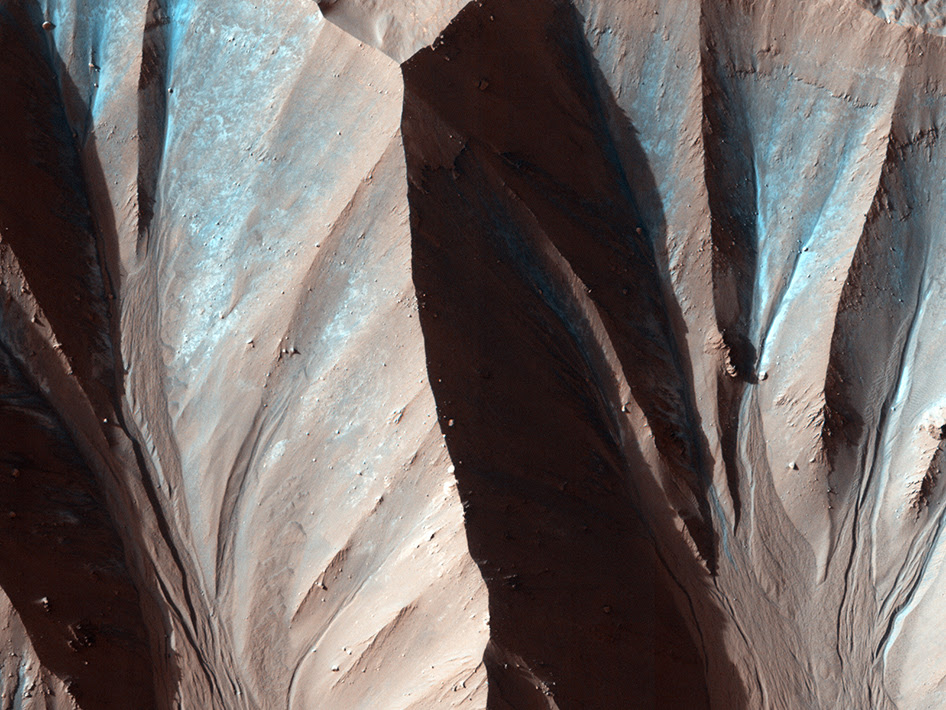 Image of gully landforms on Mars, taken by the High Resolution Imaging Science Experiment (HiRISE) onboard the Mars Reconnaissance Orbiter mission. Image Credit: NASA/JPL/University of Arizona