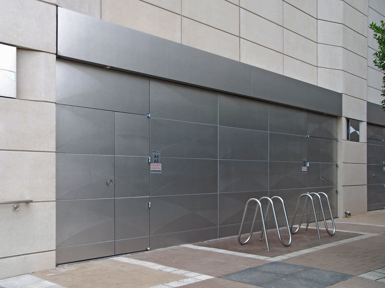 Metal facade cladding (stainless steel) - NASCAR HALL OF FAME - Zahner