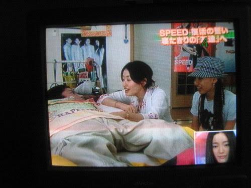 hiro and Hitoe talking to Yui Nojiro