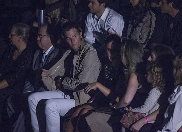 Tom Brady acompanhou tudo ao lado da família da modelo (Foto: Eduardo Saraiva / Revista QUEM)