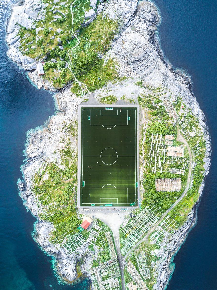 # 6 Üçüncü Kişi Kazananlar, Şehirler: Henningsvær Futbol Sahası, Henningsvær, Nordland, Norveç