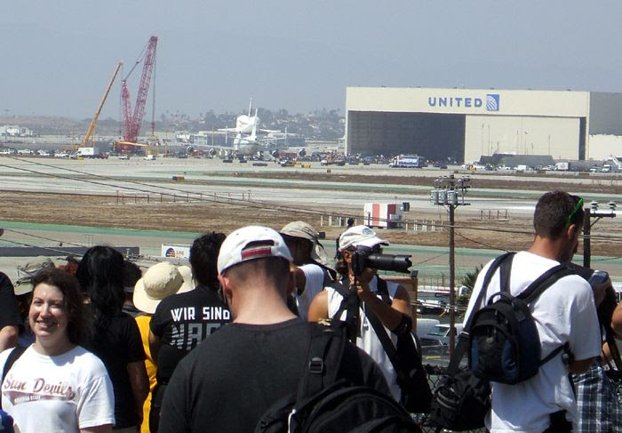 A photo I took of NASA 905 coming to a stop outside of the United Airlines hangar at LAX on September 21, 2012.