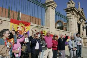 Familiares de las víctimas de la dictadura recuerdan cada año a los 371 fusilados en el cementerio de Almería