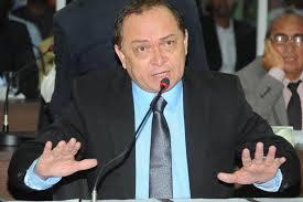 Marlon Garcia quer tapa-buracos na Vila Palmeira