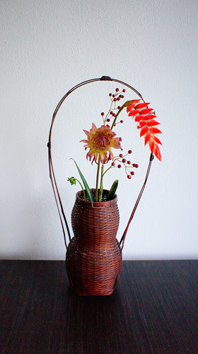 'Wabi sabi' chabana inspired autumn  flower arrangement by Otomodachi