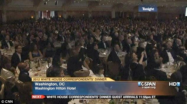 A alimentação dos milhares: As celebridades se misturavam com os jornalistas de TV políticos no jantar anual