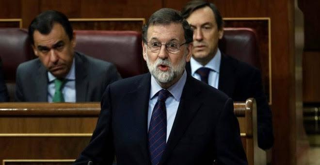 Rajoy responde a la portavoz del PSOE en el Congreso.   Emilio Naranjo (EFE)
