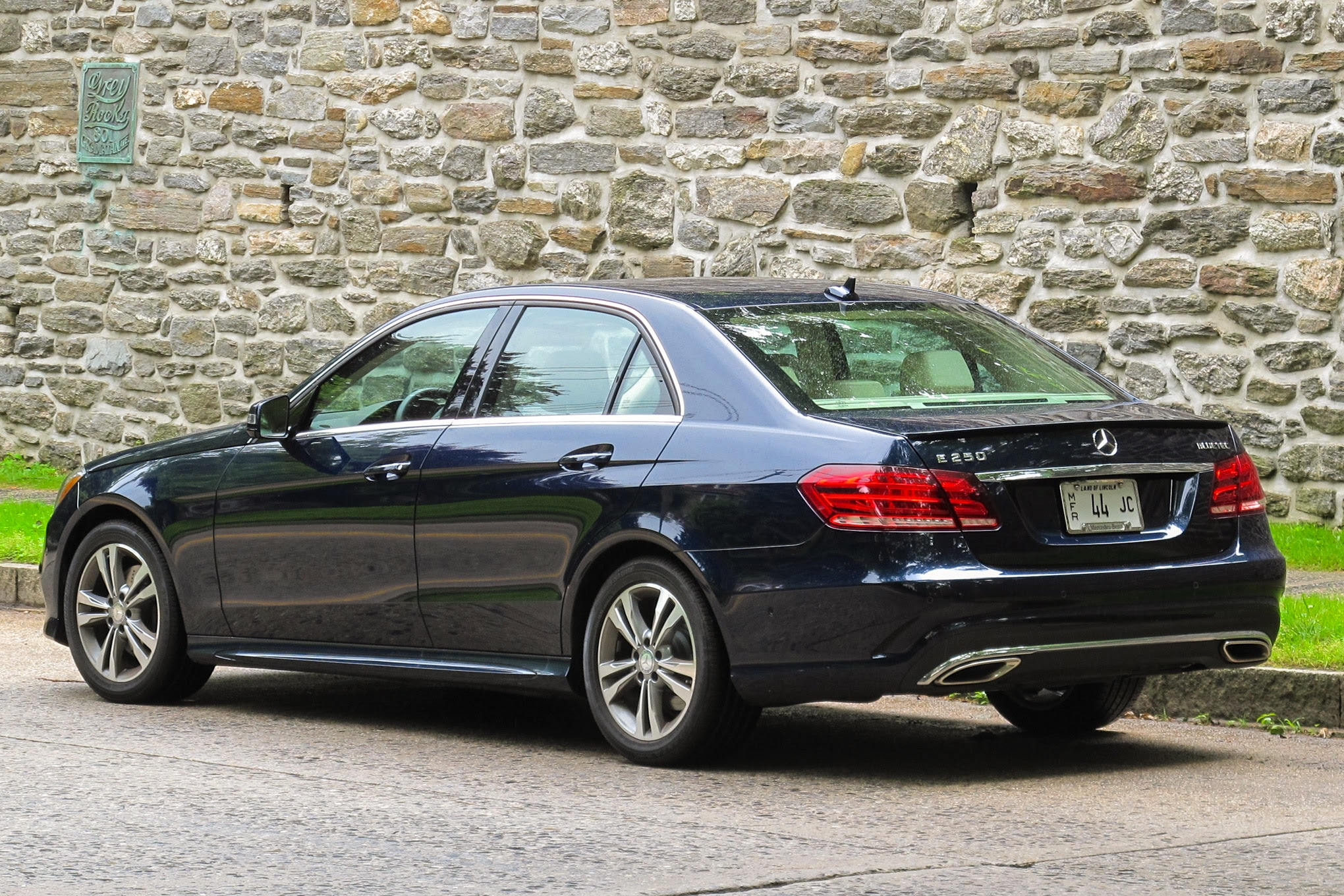 2014 Mercedes-Benz E250 BlueTec: Around The Block