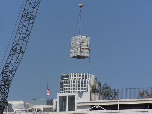 CU-crane drop off onto SB Lofts rooftop