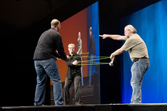 """T-Shirts Throwing, General Session """"Your Java Lifestyle: Mobile, TV and Beyond"""" on Jun 3, JavaOne 2009 San Francisco"""